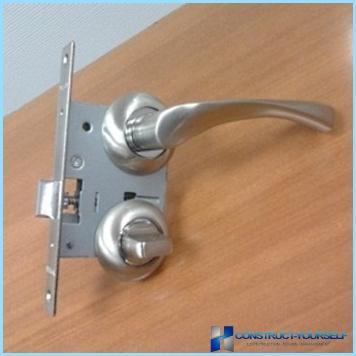 Ligzda atslēga ar rokturi iekšējām durvīm