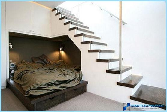 Hvor nyttig og vakkert ordne plass under trappen