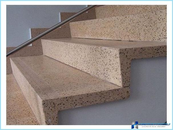 Apdares betona kāpnes koks, lamināts