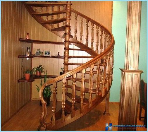 Kā veikt spirālveida kāpnes uz otro stāvu, bēniņos