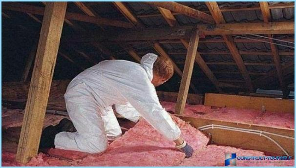 How to insulate an attic ceiling with his hands