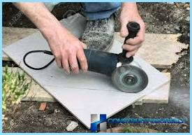 Cutting ceramic tiles with an angle grinder