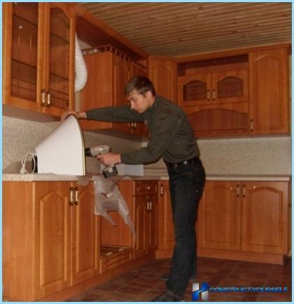 Kā uzstādīt kapuci virtuvē pati