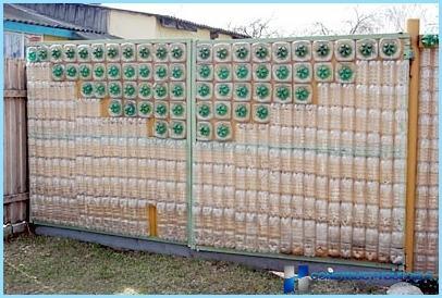 Забор из подручных средств своими руками фото