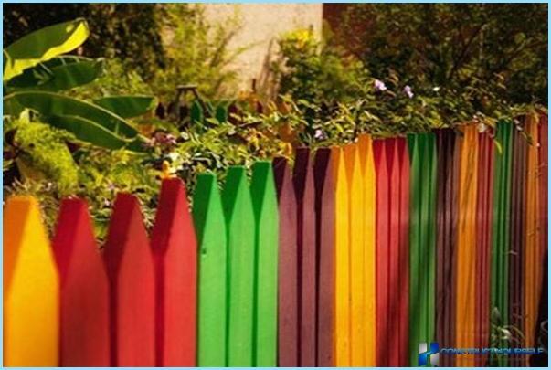 Kā krāsot koka žogu ar rokām