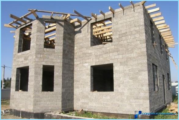 Māju celtniecība no koka betona blokiem