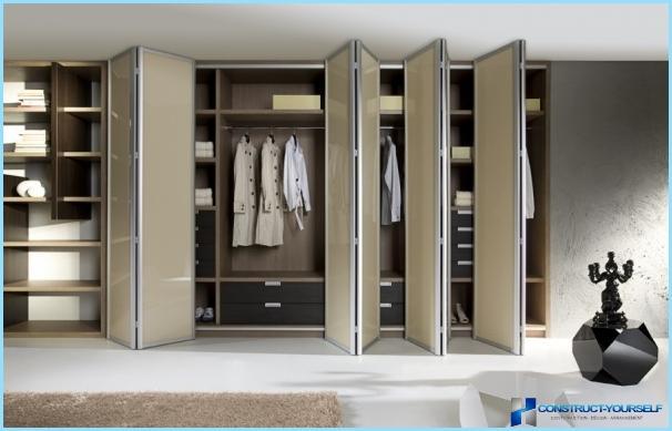 กระจกประตูบานเลื่อนสำหรับการเดินในตู้เสื้อผ้า