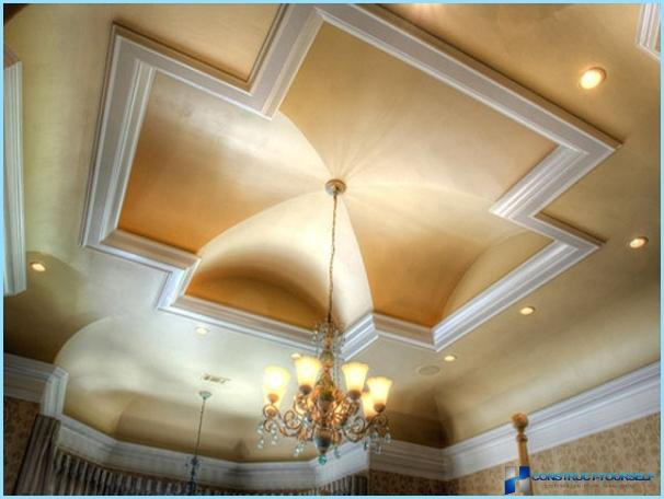 Design ceiling in the hall with photos