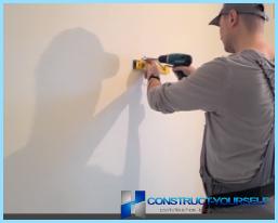 Kā instalēt un pieslēgt lampu ar rokām