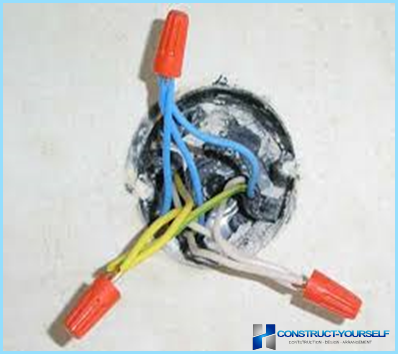 Driving rasklyucheniya or connection of electrical cables in the junction box
