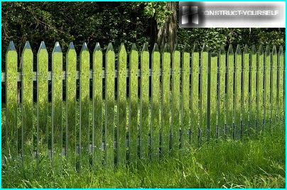 A fence made of mirrored acrylic