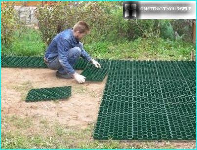 Laying turf lattice