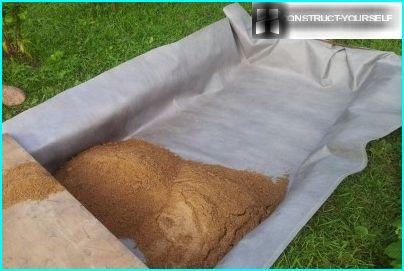 Filling sand on geotextile