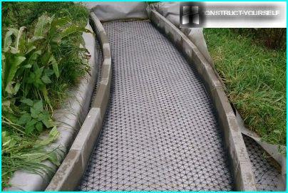 Laying geogrid and exhibiting kerbstones