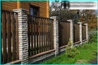 Combined fence with brick pillars