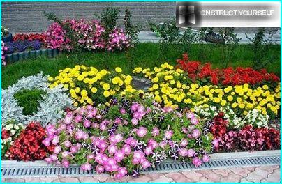 Traditional variant design flowerbeds
