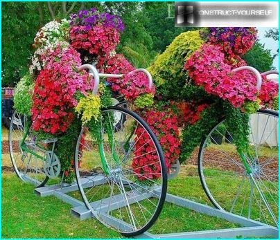 Impressive floral arrangement on bicycles