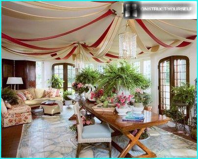 Drop-down canopy sets a romantic atmosphere