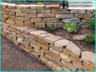 Retaining wall of stone