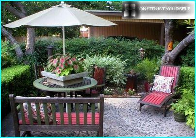 Dārza mēbeļu komplekti noskaņu visa sastāva