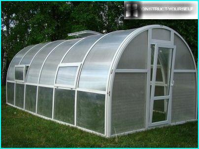 Arched greenhouse with air vents