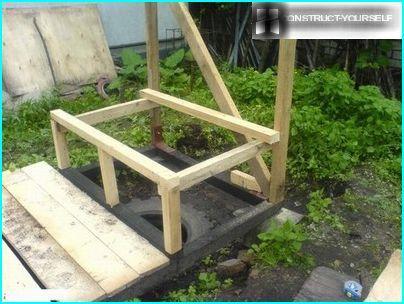 No koka karkasa māja tualetes būvniecība