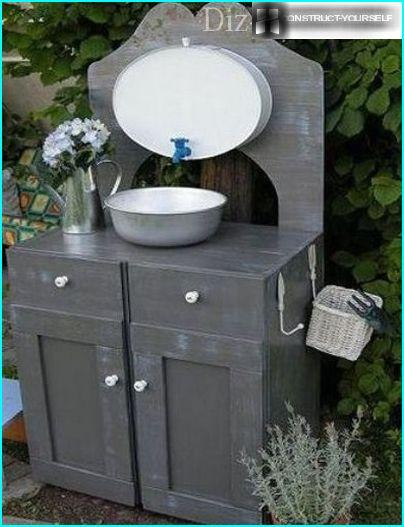 Stationary wash basin with pedestal