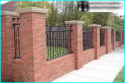 Presentable fences of brick