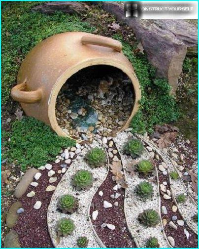 Mini rockeries with elements of gravel garden