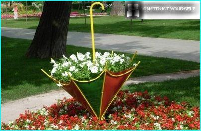 Flowerbed umbrella of veneer sheets