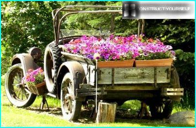 Auto Dekoration mit Blumen in Containern
