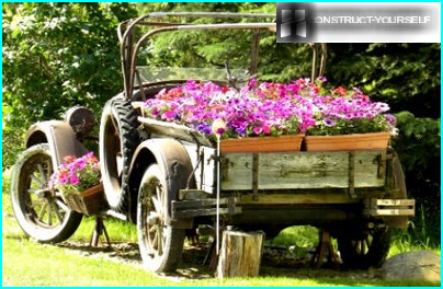 How to make a garden wheelbarrow with his hands: decorative and practical options
