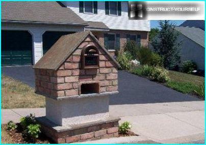 กล่องจดหมายที่เป็นต้นฉบับในรูปแบบของบ้านเล็ก ๆ