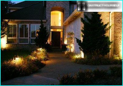 Apgaismojums no centrālās daļas no mājas