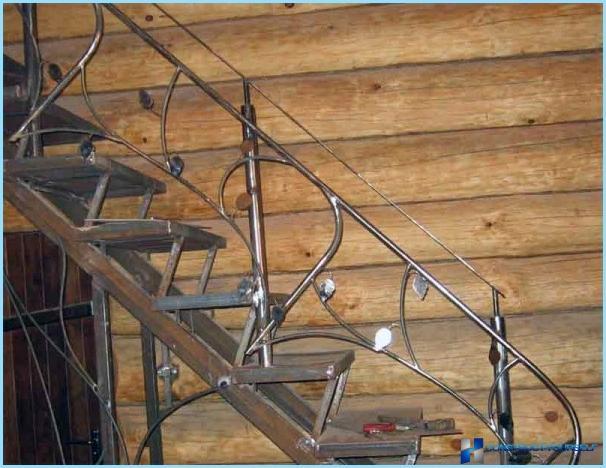 Hvordan man fremstiller en metaltrappe med egne hænder