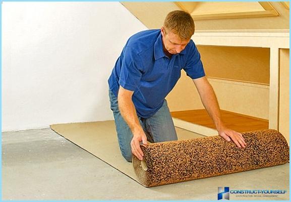 Mikä on paras tapa laittaa laminaattilattia huoneeseen pitkin tai poikki