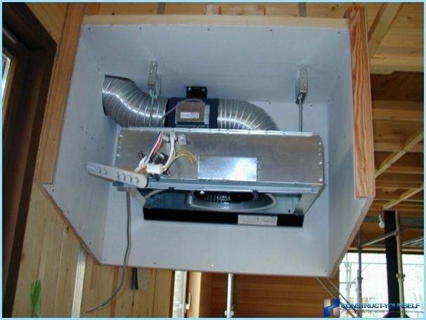 Installation af den indbyggede hætte i skabet