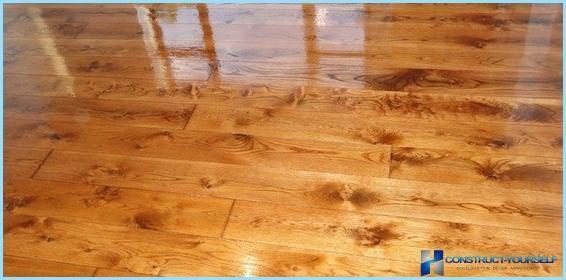 Come aggiornare vecchi mobili in legno con vernice