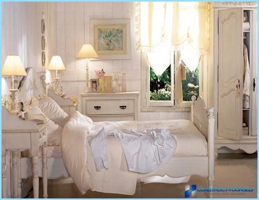 Maza Provansas stila guļamistaba