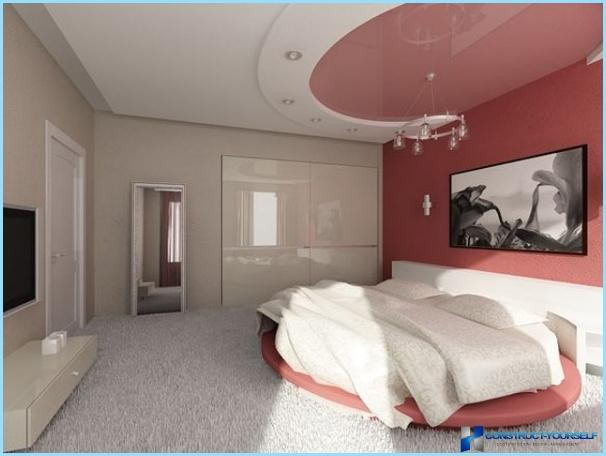 Design av gipshimling til soverommet med et bilde