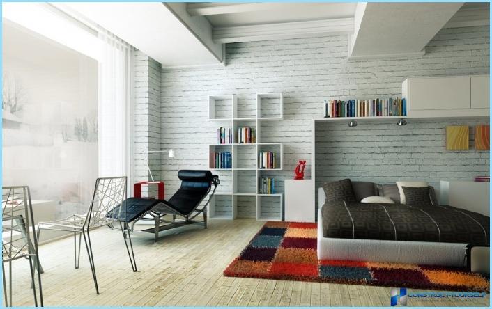 Væghylder i det indre af lejligheden