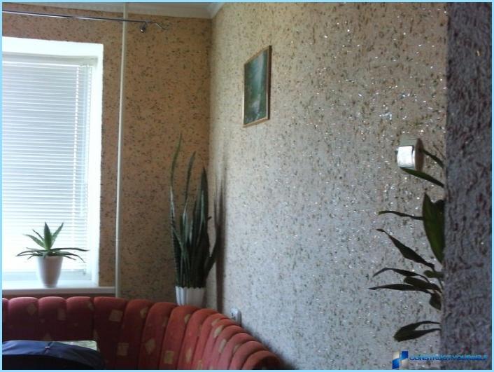 Šķidru tapešu dizains dzīvokļa interjerā