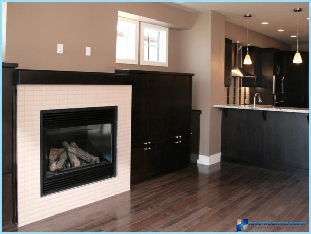 Design af køkken-stue med pejs