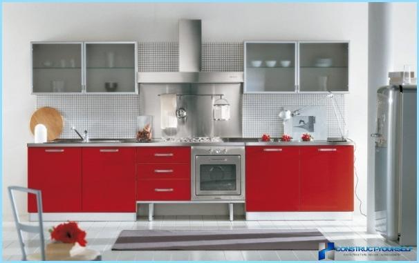 Virtuve sarkanā un baltā krāsā