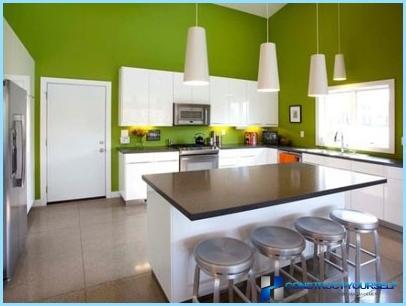 Køkken i hvide og grønne toner