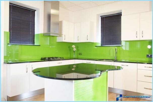 Grembiule di vetro per la cucina con una foto