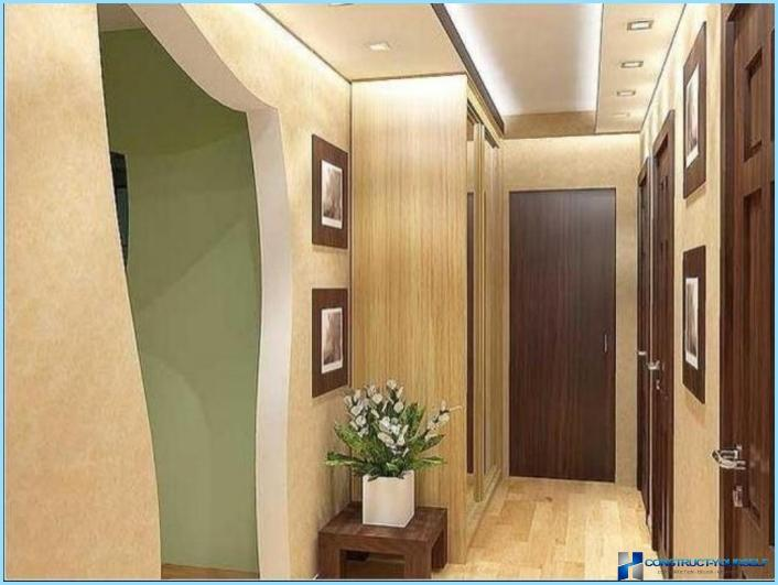 The design of the corridor in a small apartment