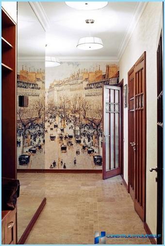 Carta da parati nel corridoio e nel corridoio