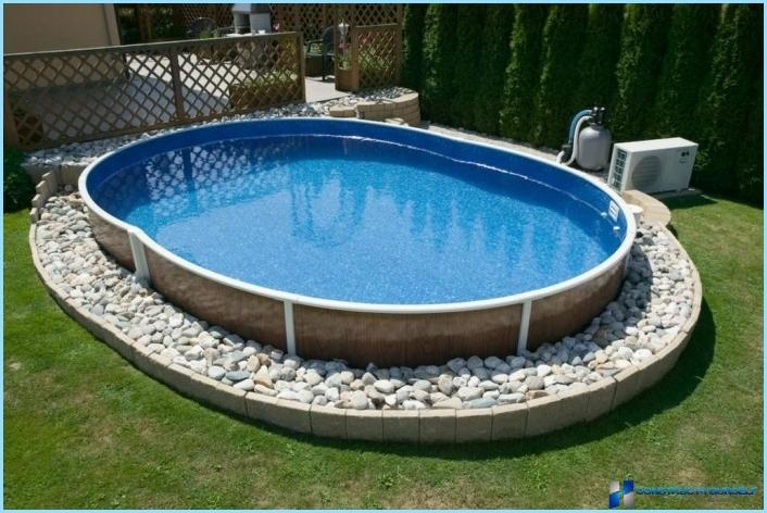 The pool at the cottage with hot water
