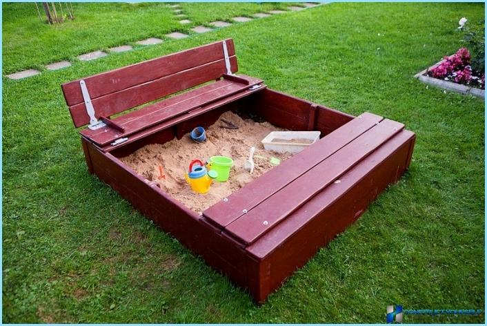 Children's sandbox with cover